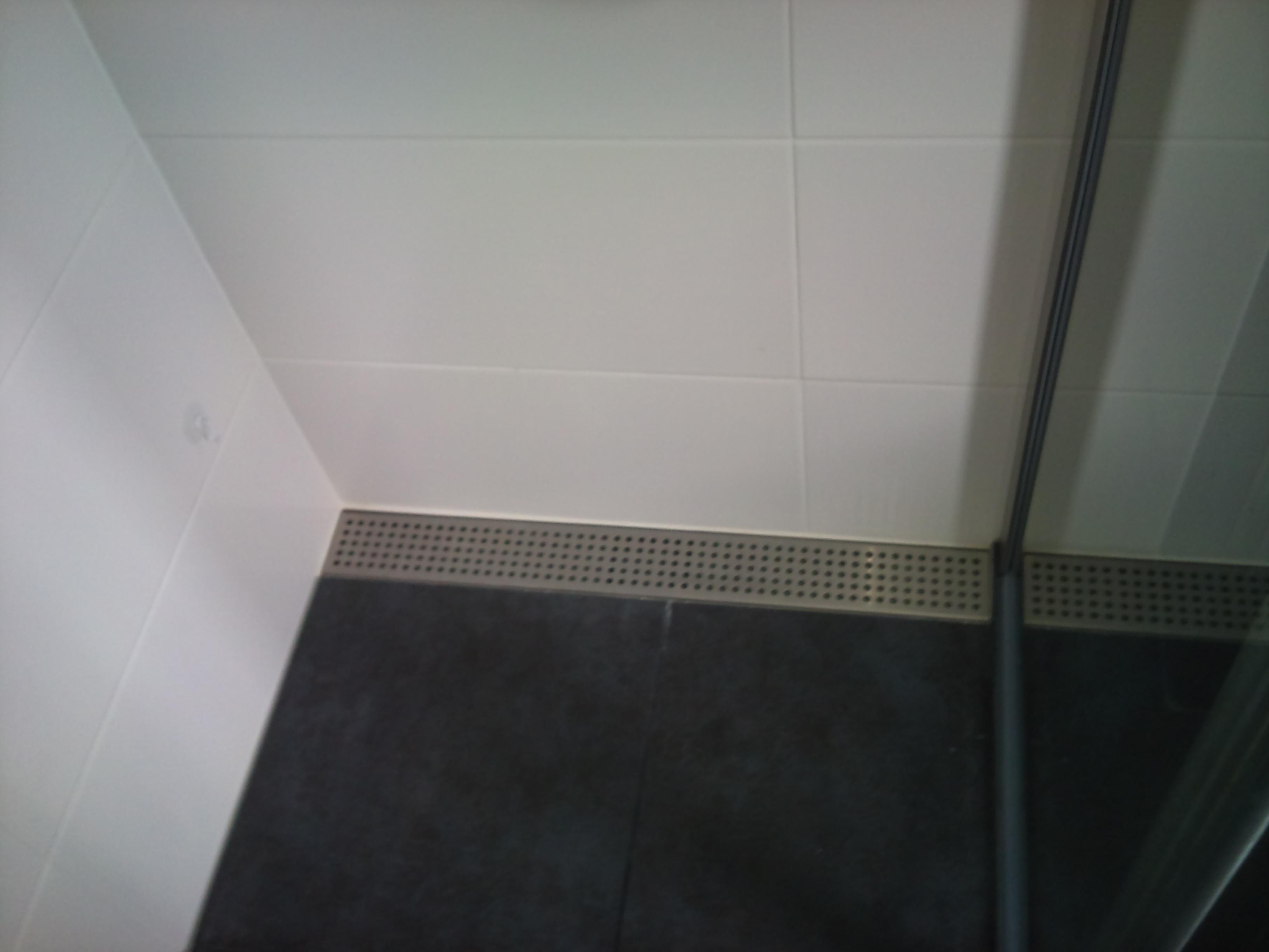 Timmer en bouwservice avri ter aard assen - Tegels badkamer vloer wit zwemwater ...
